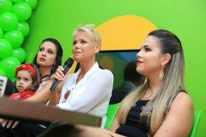 Xuxa durante bate-papo com jornalistas