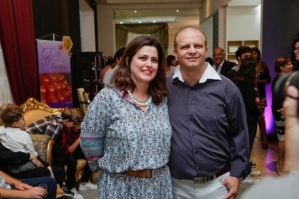 Denise e Alessandro Leone recepcionam em coquetel que reuniu 300 convidados