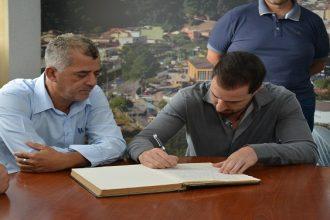 Gabriel Roncon assume Prefeitura de Ribeirão Pires