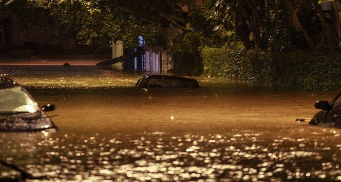 Chuva provoca alagamento no ABC Paulista